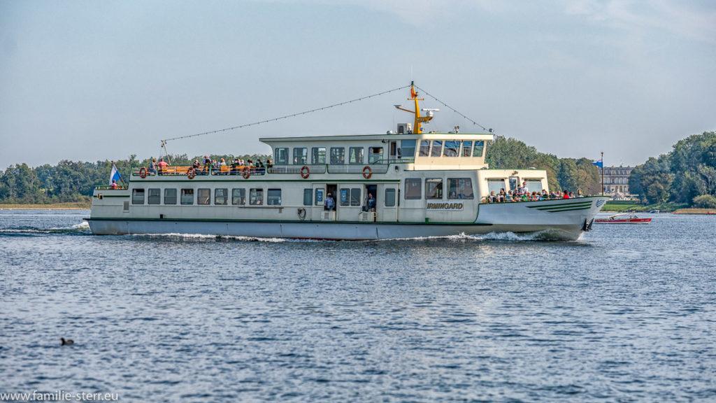 die MS Irmingard auf dem Weg von der Herreninsel zum Hafen Prien / Stock