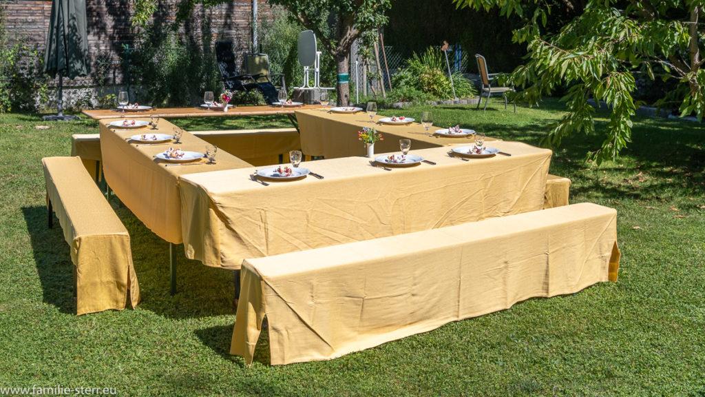 Geburtstagstisch zu Hana-Freimut Nutzens Geburtstag im Garten