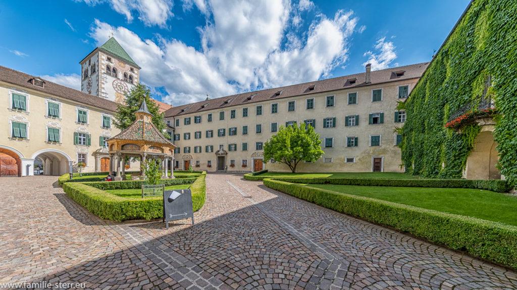 Der Innenhof des Kloster Neustift bei Brixen in Südtirol