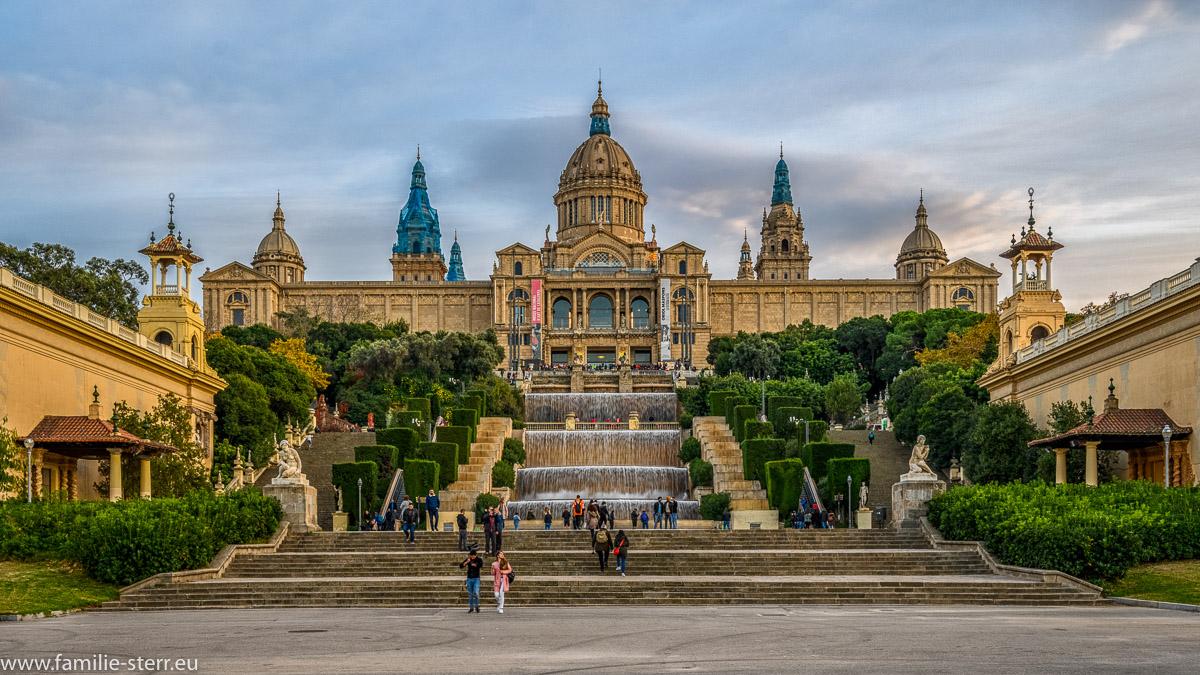 Der Palau Nacional mit dem Museu Nacional d'Art de Catalunya