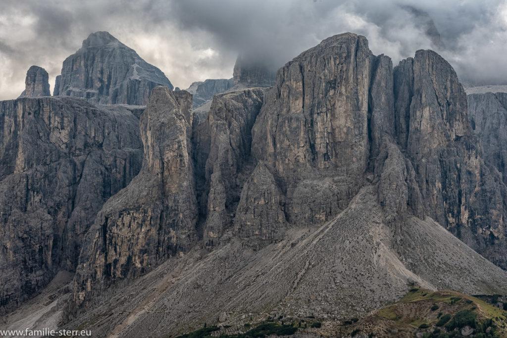 Der Brunecker Turm in der Sella - Gruppe in Südtirol