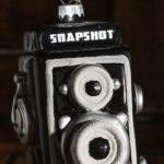 Christbaumanhänger in der Form einer zweiäugigen Spiegelreflexkamera
