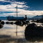 das Wikingerschiff am Chiemsee bei strahlend blauem Himmel