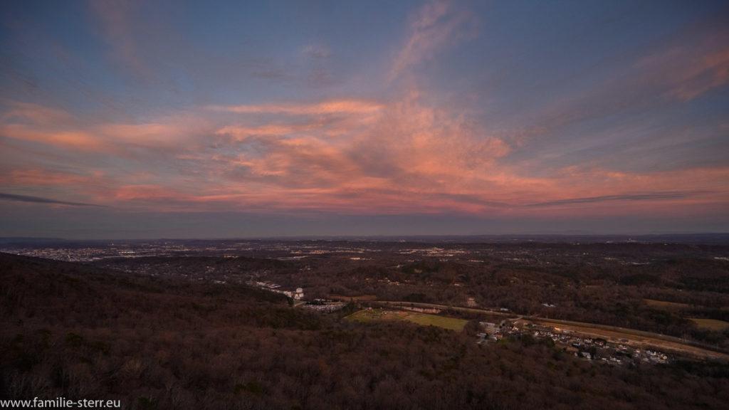 Sonnenuntergang über Chattanooga von Lovers Leap auf dem Lookout Mountain gesehen