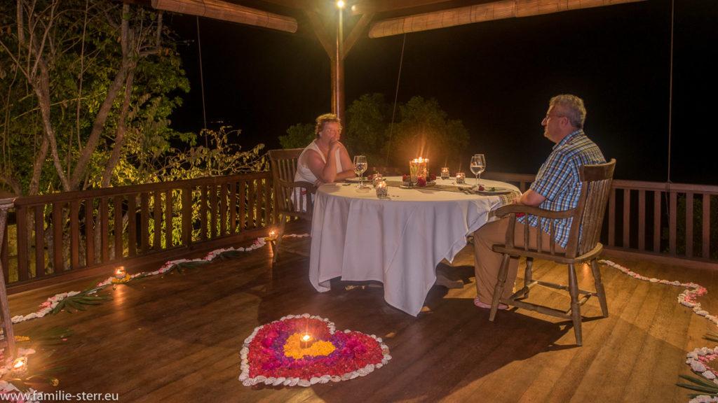 romantisches Dinner auf Bali im Plataran Menjangan Hotel auf Bali