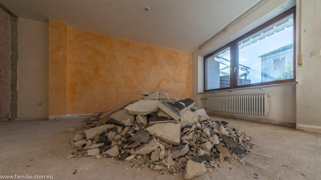 Schuttberg im Wohnzimmer