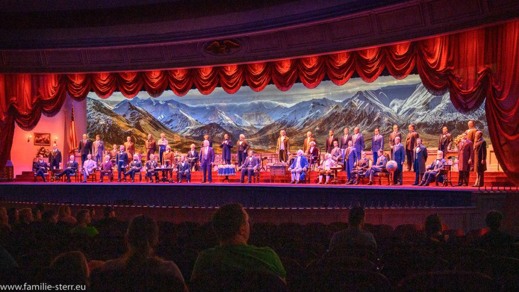 die US - Präsidenten erzählen Geschichte in der Hall of Presidents vor einem Bild der Rocky Mountains