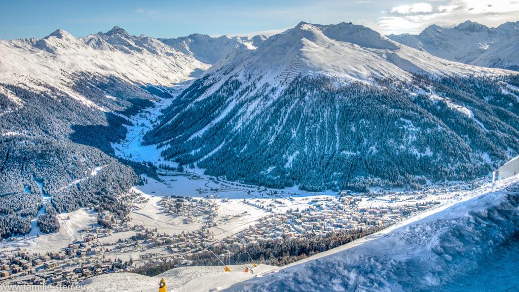 Panoramablick vom Weissfluh über Davos und die umliegenden Berge