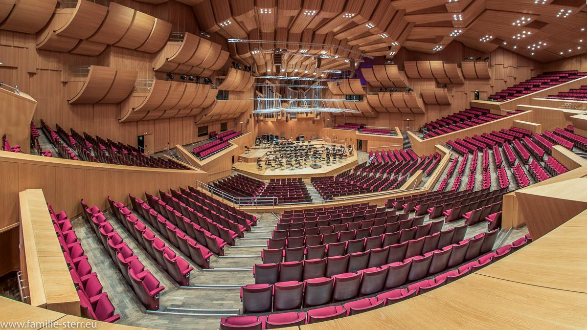 Überblick von oben über den Saal der Philharmonie am Gasteig in München