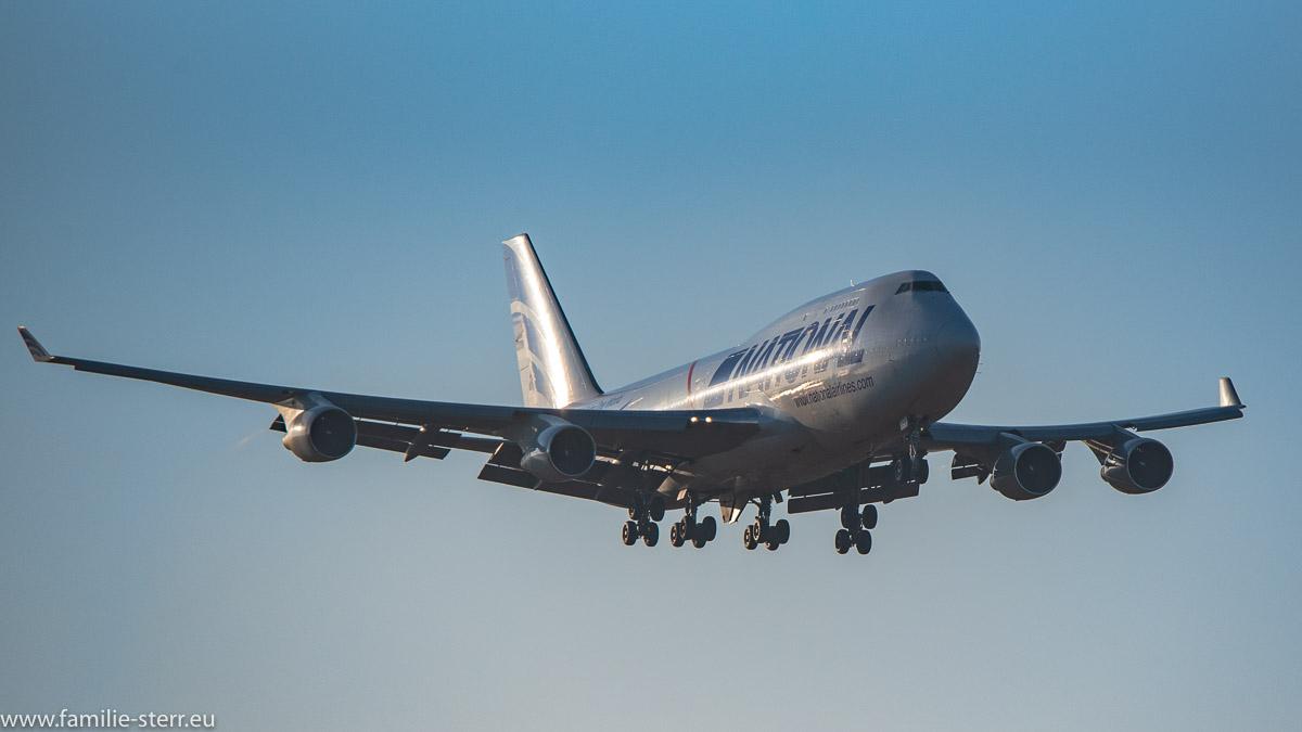 Jumbo Jet National Airlines B747-412(BCF) N756CA bei der Landung am Flughafen München in den Strahlen der tierstehenden Sonne