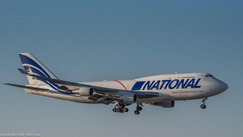 Jumbo Jet National Airlines B747-412(BCF) N756CA bei der Landung am Flughafen München