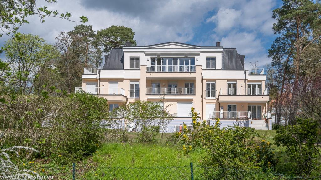 eine beeindruckende Villa mit Ferienwohnungen am Ufer des Scharmmützelsees