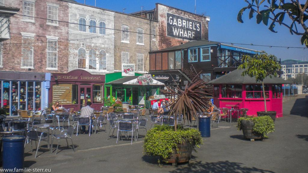 Biergärten bei Gabriel's Wharf an der Themse in London