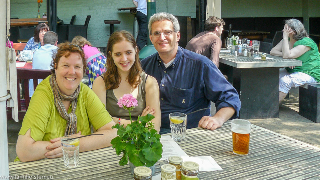 Astrid, Melanie und Thomas im Biergarten in Hampstead Heath