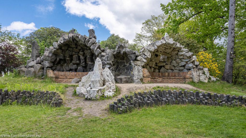 Himmel und Hölle / Grotten im Rhododendronpark Kromlau