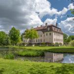 Ausblick von der Rosenlaube im Park aus auf das Schloss Branitz