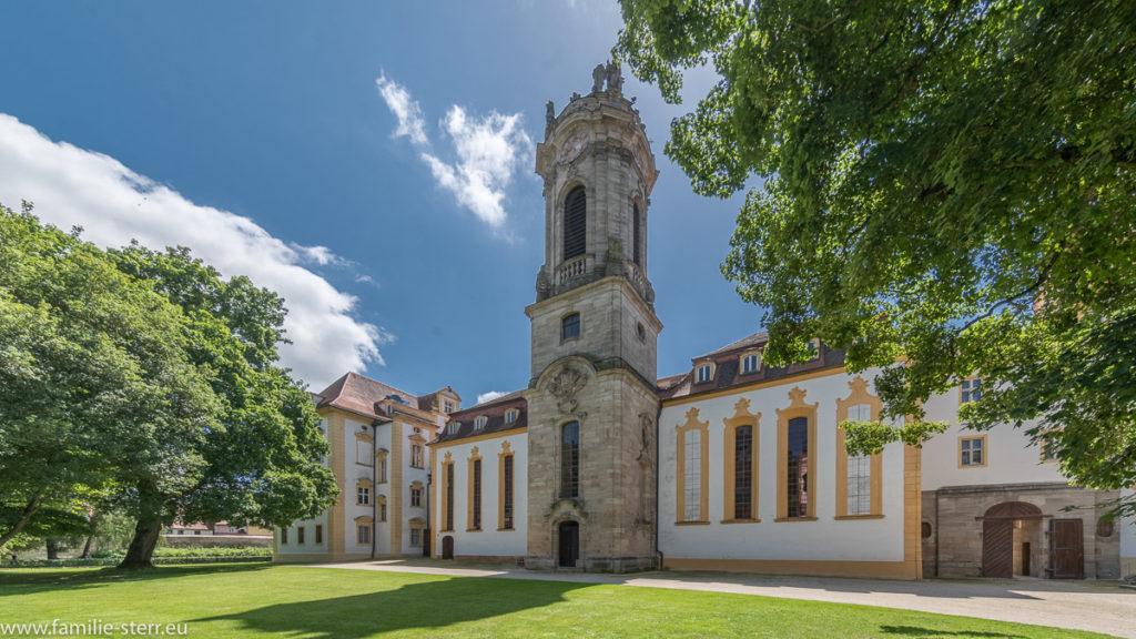 Blick auf die Schlosskirche Ellingen vom Schlosspark aus