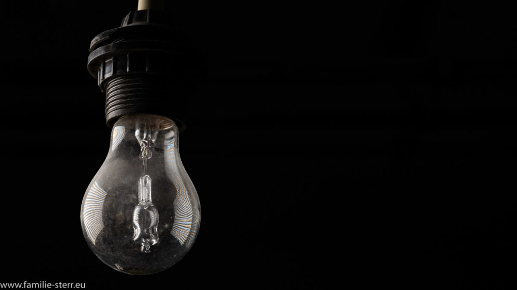 Glühbirne mit Halogenstrahler als Innenleben